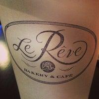 Foto tomada en Le Rêve Bakery & Café por Carl T. el 3/16/2013