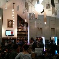 11/2/2013 tarihinde Nick L.ziyaretçi tarafından Ada's Technical Books and Cafe'de çekilen fotoğraf