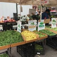 Photo taken at Abingdon Square Greenmarket by Öznur H. on 10/14/2017