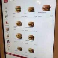 Foto tomada en McDonald's por Oxana G. el 1/16/2018