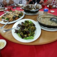 Photo taken at One One Three Seafood Restaurant (日日生海鲜饭店) by Jason L. on 5/19/2014