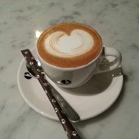 11/29/2012에 SJ K.님이 PARIS CROISSANT Café에서 찍은 사진