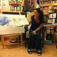 รูปภาพถ่ายที่ Greenlight Bookstore โดย Jess T. เมื่อ 10/24/2012