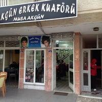 Photo taken at AKGÜN ERKEK KUAFÖRÜ by Kadir Ü. on 12/27/2013