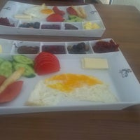 Photo taken at Lifeme Cafe & Food by Merve A. on 4/20/2014