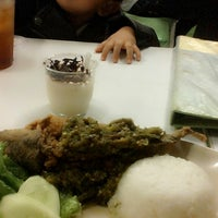 Photo taken at Pecel Lele Lela by Nisa Y. on 10/26/2013