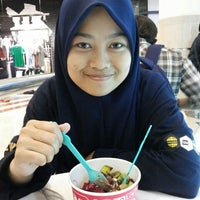 Photo taken at Tutti Fruitti KLCC by Nor A. on 4/25/2015