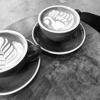 Foto scattata a NEO COFFEE BAR da Brandon D. il 12/20/2015