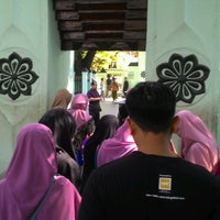 Photo taken at Masjid Agung Sunan Ampel by Muhammad Fauzi Y. on 9/9/2016