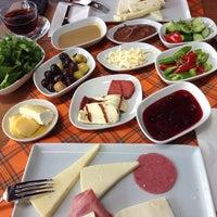 6/8/2014 tarihinde TC Vildan O.ziyaretçi tarafından Nossa Cafe & Brasserie'de çekilen fotoğraf