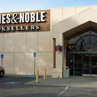 Photo taken at Barnes & Noble by Tiffany Michelle L. on 11/3/2013