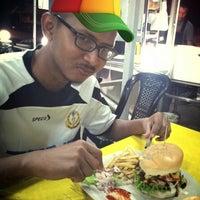 Photo taken at O.M.G Burger Bakar by Areeve B. on 4/1/2013