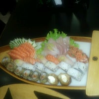 Photo taken at Shinpo Sushi by Yasmim M. on 8/19/2012