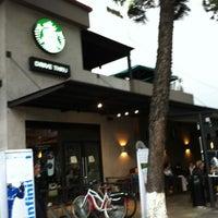 Foto tomada en Starbucks por Irasema R. el 7/17/2012