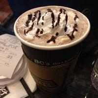 6/30/2013 tarihinde SalV W.ziyaretçi tarafından Bo's Coffee'de çekilen fotoğraf