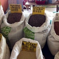 Photo taken at Bundusan Fruit & Vege Wholesale Market by Lee O. on 11/30/2013