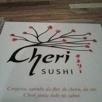 Foto tirada no(a) Cheri Sushi por Cesar C. em 7/1/2013