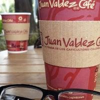 Foto tomada en Juan Valdez Café por Diana O. el 5/17/2014