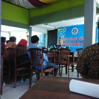Photo taken at Goeboeg Resto by Wahyu Asri P. on 3/27/2015