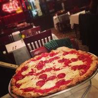 Photo prise au Patsy's Pizza - East Harlem par Jared G. le2/4/2013