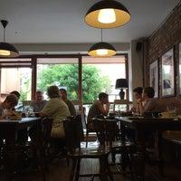 Foto diambil di Rick's Café oleh Benjamin H. pada 8/28/2016
