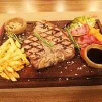 Foto tirada no(a) Besin Kasap & Steakhouse por Yavuz Fatih K. em 1/17/2018