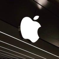 Photo taken at Apple Morumbi by  THIAGO R. on 7/16/2015