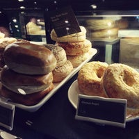 Das Foto wurde bei Starbucks von Kate K. am 4/23/2013 aufgenommen