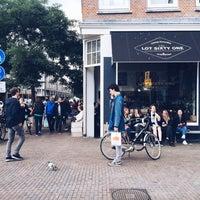 Photo prise au Lot Sixty One Coffee Roasters par Kate K. le9/26/2015
