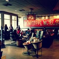 4/28/2013 tarihinde Kate K.ziyaretçi tarafından Starbucks'de çekilen fotoğraf
