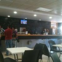 Foto tomada en Cafetería de la Facultad de Derecho y Ciencias Sociales por Juan José P. el 9/20/2013