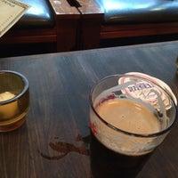 Photo prise au Arts and Crafts Beer Parlor par Jonathan V. le8/15/2014