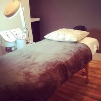 Photo taken at Prime Brows Eyebrow Threading & Waxing Salon Spa by Ruby N. on 9/5/2014