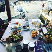 Foto tirada no(a) Fethiye Yengeç Restaurant por Emre G. em 8/11/2017