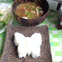 Photo taken at ก๋วยเตี๋ยวเรือเป่าปากชามกะลา by Big C. on 8/14/2014
