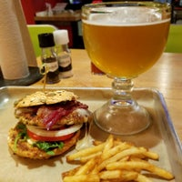 Das Foto wurde bei Hopdoddy Burger Bar von Nancy W. am 6/13/2018 aufgenommen