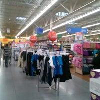 Das Foto wurde bei Walmart Supercenter von Dontrell H. am 3/1/2013 aufgenommen