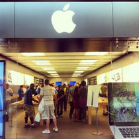 Photo taken at Apple Houston Galleria by Luis M. on 9/25/2012