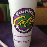 Photo taken at Tropical Smoothie Cafe by Daniel G. on 11/25/2012