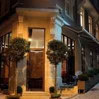 9/21/2013 tarihinde Corinne Hotel & Brasserieziyaretçi tarafından Corinne Hotel & Brasserie'de çekilen fotoğraf