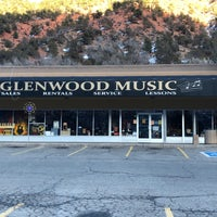 Foto tomada en Glenwood Music Inc  por Don K. el 12/31/2017