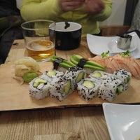 Das Foto wurde bei Sushi Lounge von Kristi P. am 12/3/2016 aufgenommen