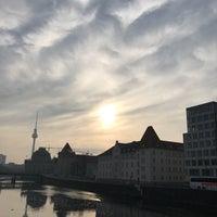 Das Foto wurde bei Boulevard Friedrichstraße von HartmutMD am 3/13/2017 aufgenommen