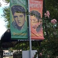 Photo taken at Elvis Presley Boulevard by Yavuz Efe K. on 9/11/2015