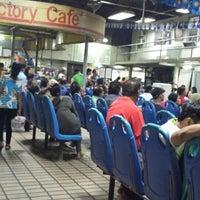 รูปภาพถ่ายที่ Victory Liner (Kamias Terminal) โดย Yodi I. เมื่อ 8/15/2014