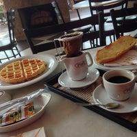Foto tomada en Fran's Café por Alex R. el 10/15/2013