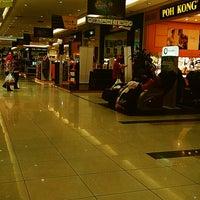 Foto diambil di AEON Permas Jaya Shopping Centre oleh Ayem A. pada 12/20/2013