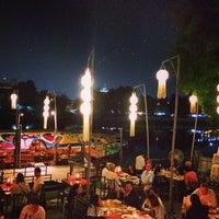 Foto tomada en Riverside Bar & Restaurant por katie n. el 12/5/2013