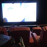 Foto scattata a iPic Theatres da 🙆🏽S il 9/14/2017