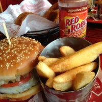 Photo taken at Red Robin Gourmet Burgers by Kary Y. on 7/19/2013